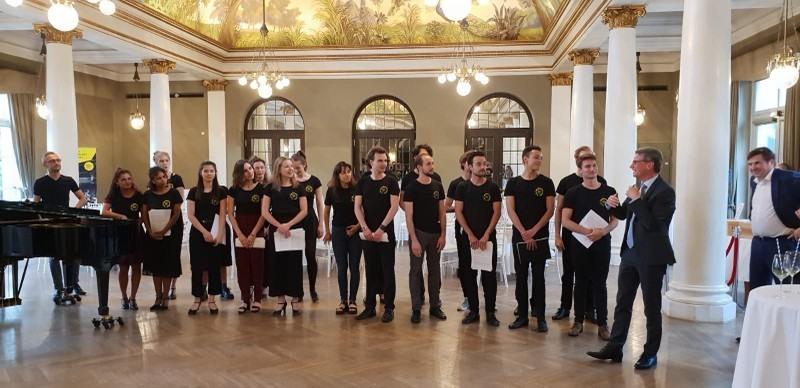 silber-2-musical-ögrenciler-ve-bakan